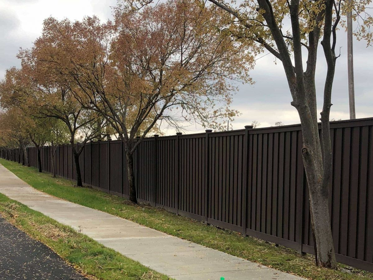 Woodland brown trex seclusions fence for Derby City Gamin in Louisville Kentucky