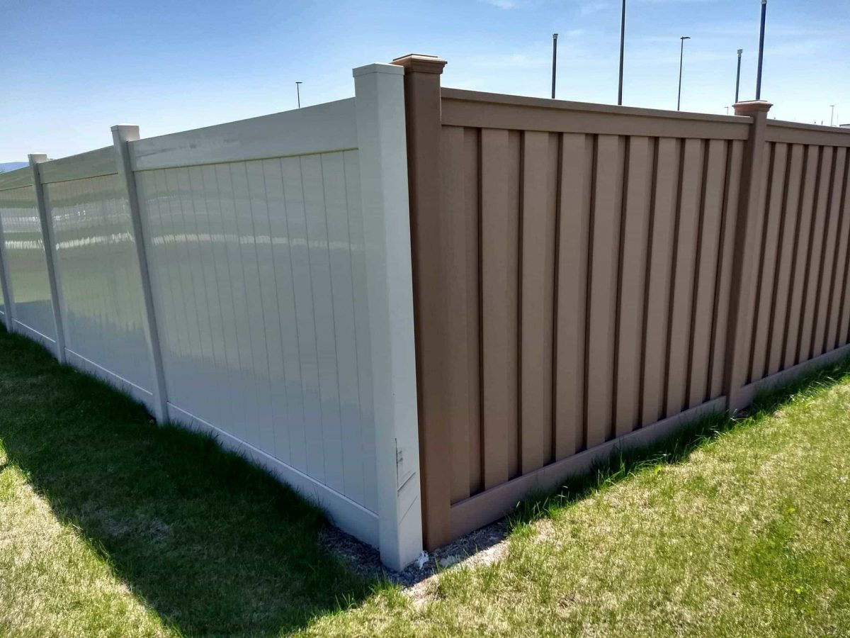 A Trex fence next to a PVC vinyl fence. The reflectivity of the plastic PVC vinyl contrasts sharply with the natural, matte surface of Trex.