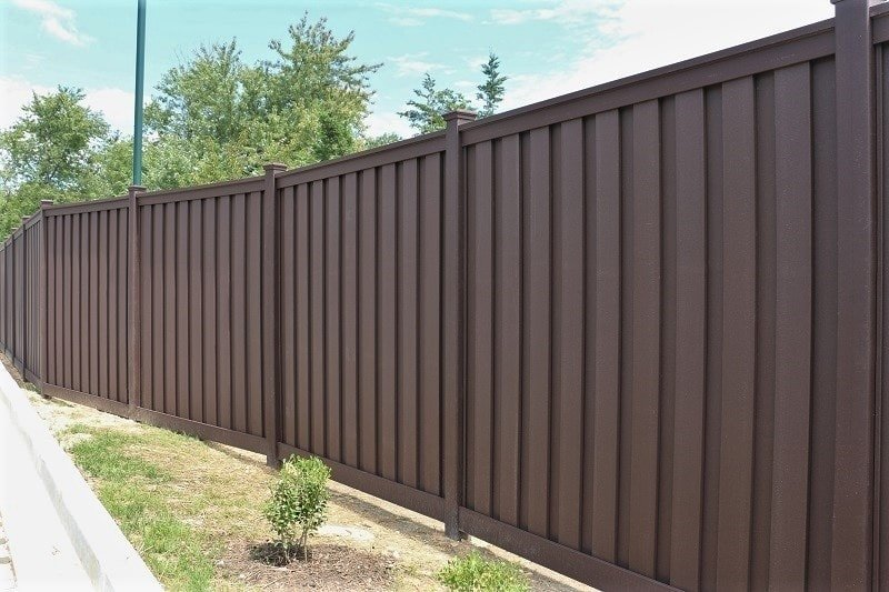 A view of a Trex Fence using angle adaptors to shift the fence line