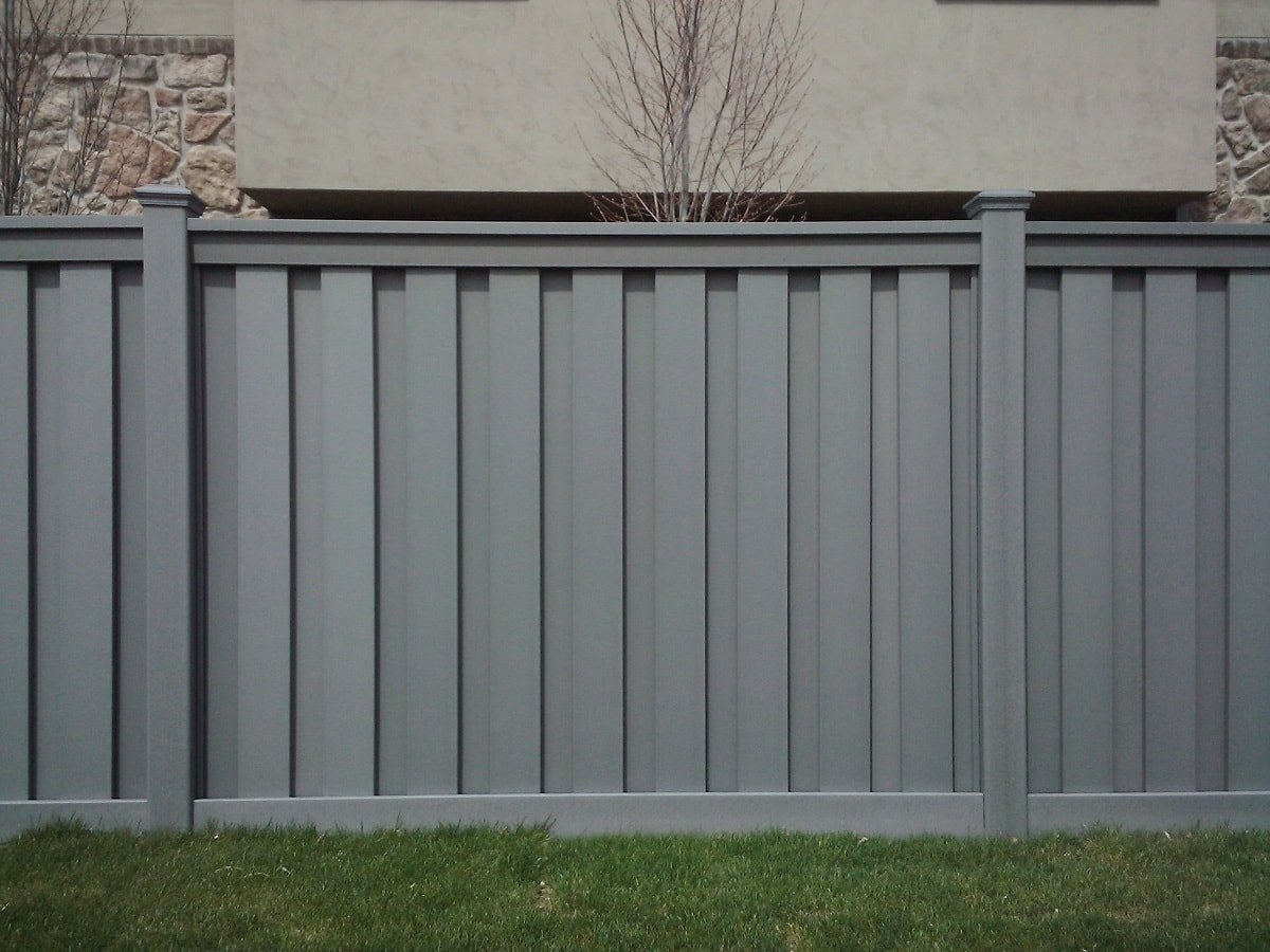 A fully private fence with no gaps between pickets made from Trex Seclusions fencing.