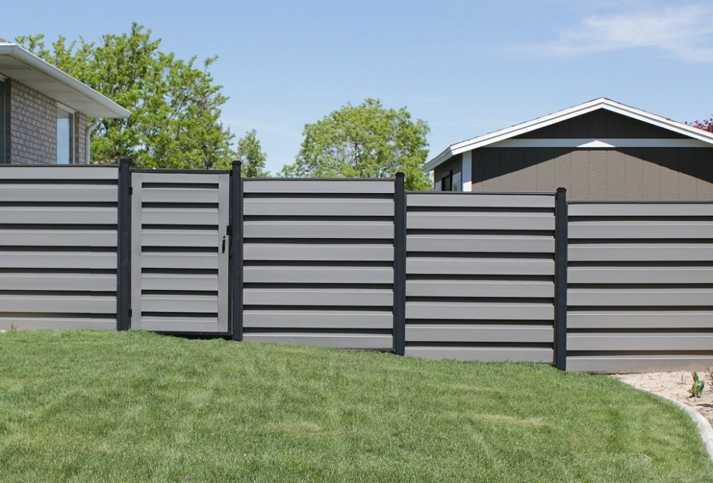 Trex Fencing with FDS Horizons frames and steel posts