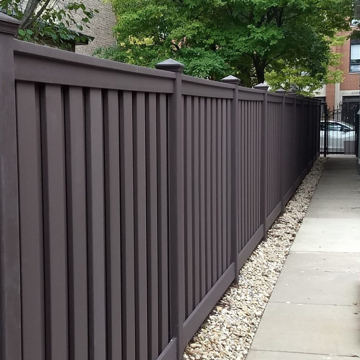 A Woodland Brown Trex fence in downtown Chicago