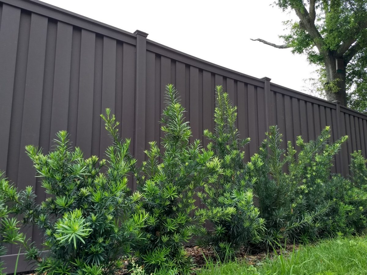 A commercial enclosure using Trex fencing at a hospital in Orlando.